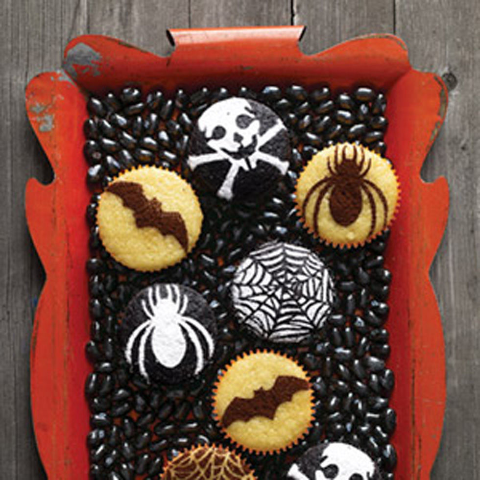 18 easy halloween cupcake ideas recipes decorating tips for halloween cupcakesdelishcom - Scary Halloween Cake Recipes