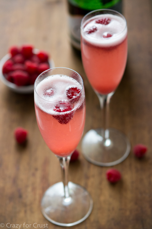 14 champagne mixed drinks recipes for drinks with champagne for Champagne drinks with fruit