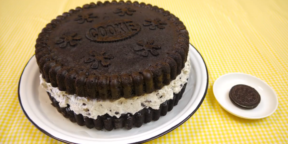 Oreo Cookie Cake Here is the giant oreo cookie cake of your most ...
