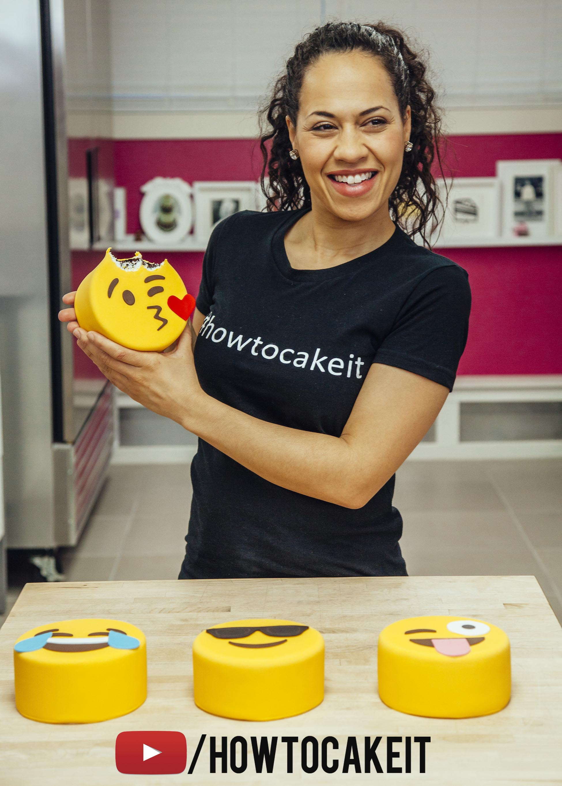 Halloween Emoji Text: How To Decorate Fondant Cakes