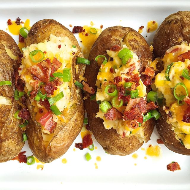 Best loaded baked potatoes with bacon and cheddar recipe how to loaded baked potatoes with bacon and cheddar ccuart Image collections