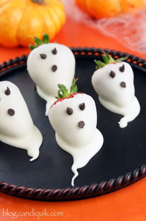 40 easy halloween party treat ideas best recipes for halloween treats delishcom - Halloween Trets