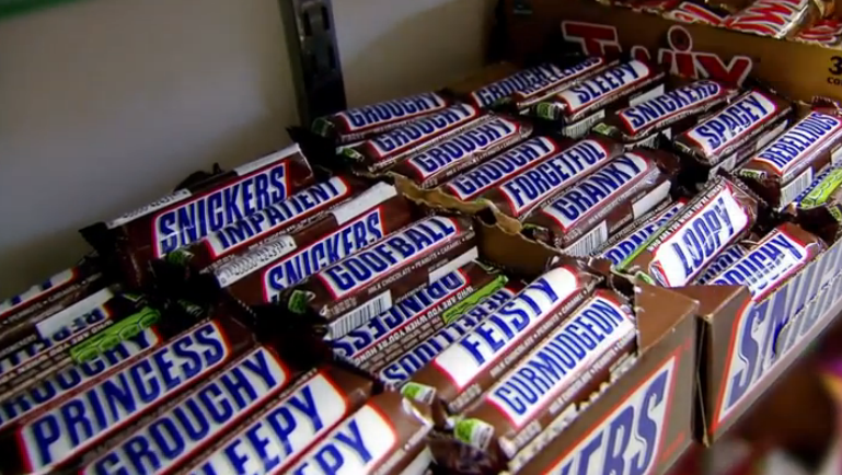 New Snickers Packaging Makes It Easier Than Ever to Insult ...