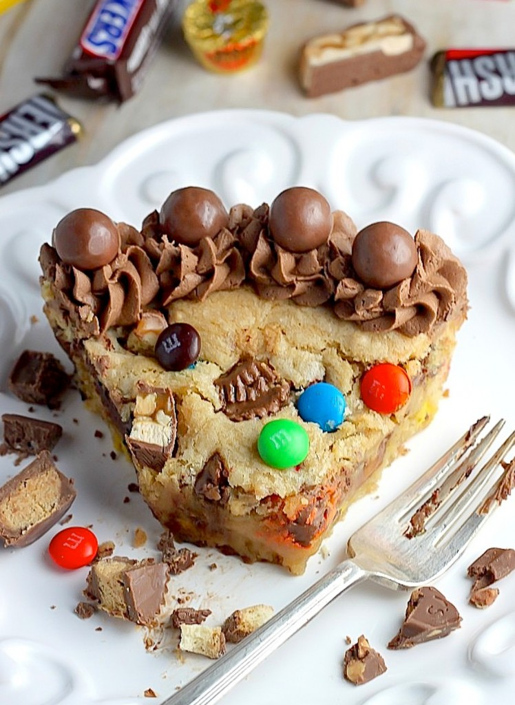 13 candy cake recipes how to make a candy cake for Halloween chocolate cake decorations