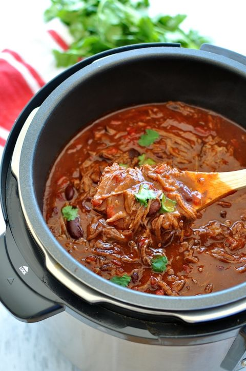 http://del.h-cdn.co/assets/15/41/480x723/shredded-beef-chili-con-carne-1.jpg