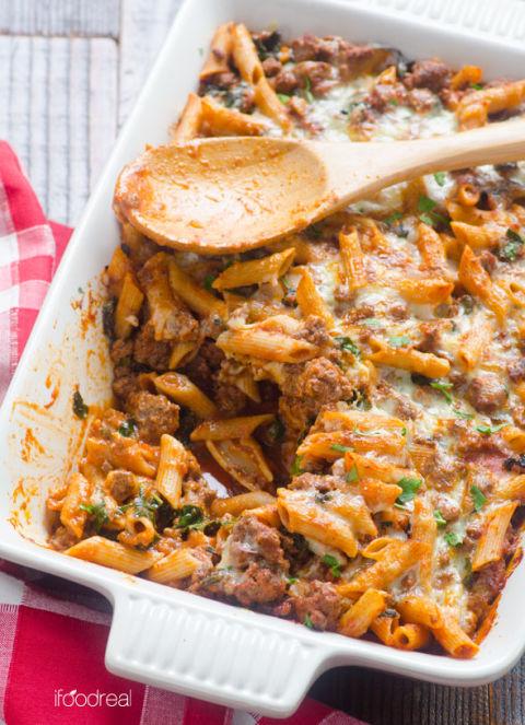 http://del.h-cdn.co/assets/15/42/480x663/inside-lighter-pasta-bake-turkey-kale-recipe.jpg