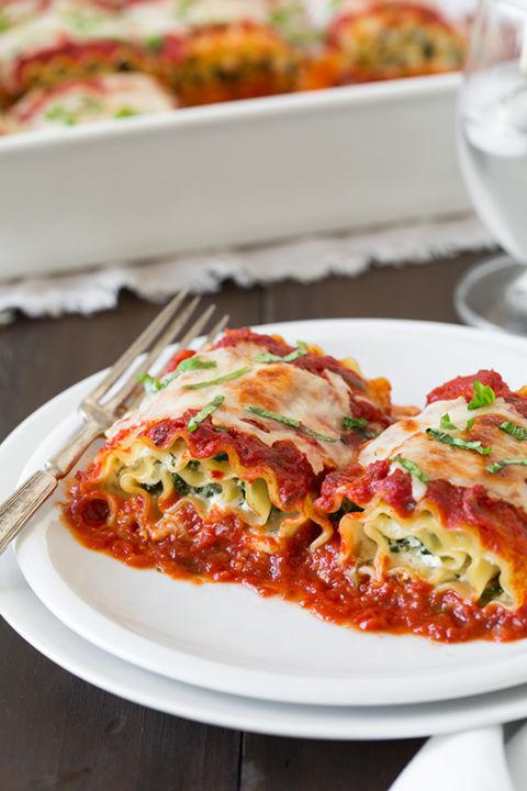 http://del.h-cdn.co/assets/15/42/480x720/spinach-four-cheese-lasang-roll-ups5srgb.jpg
