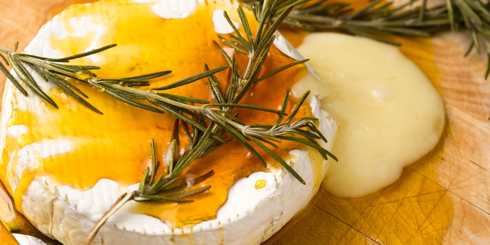 Best Baked Brie With Honey And Rosemary Recipe How To