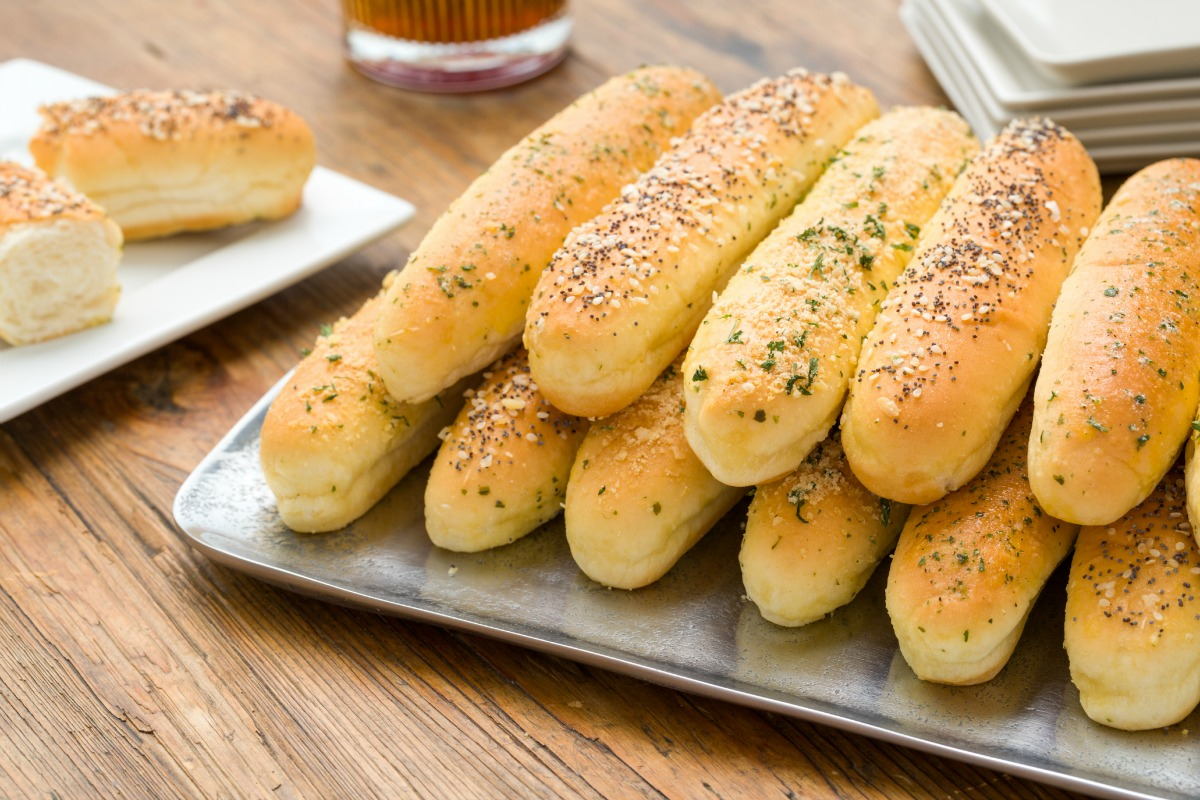 Best ways to top breadsticks sour cream and onion for What to serve for thanksgiving lunch