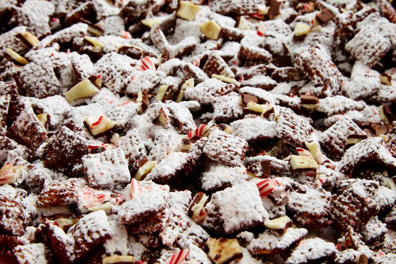 Peppermint bark muddy buddies reindeer chow recipe delish forumfinder Choice Image