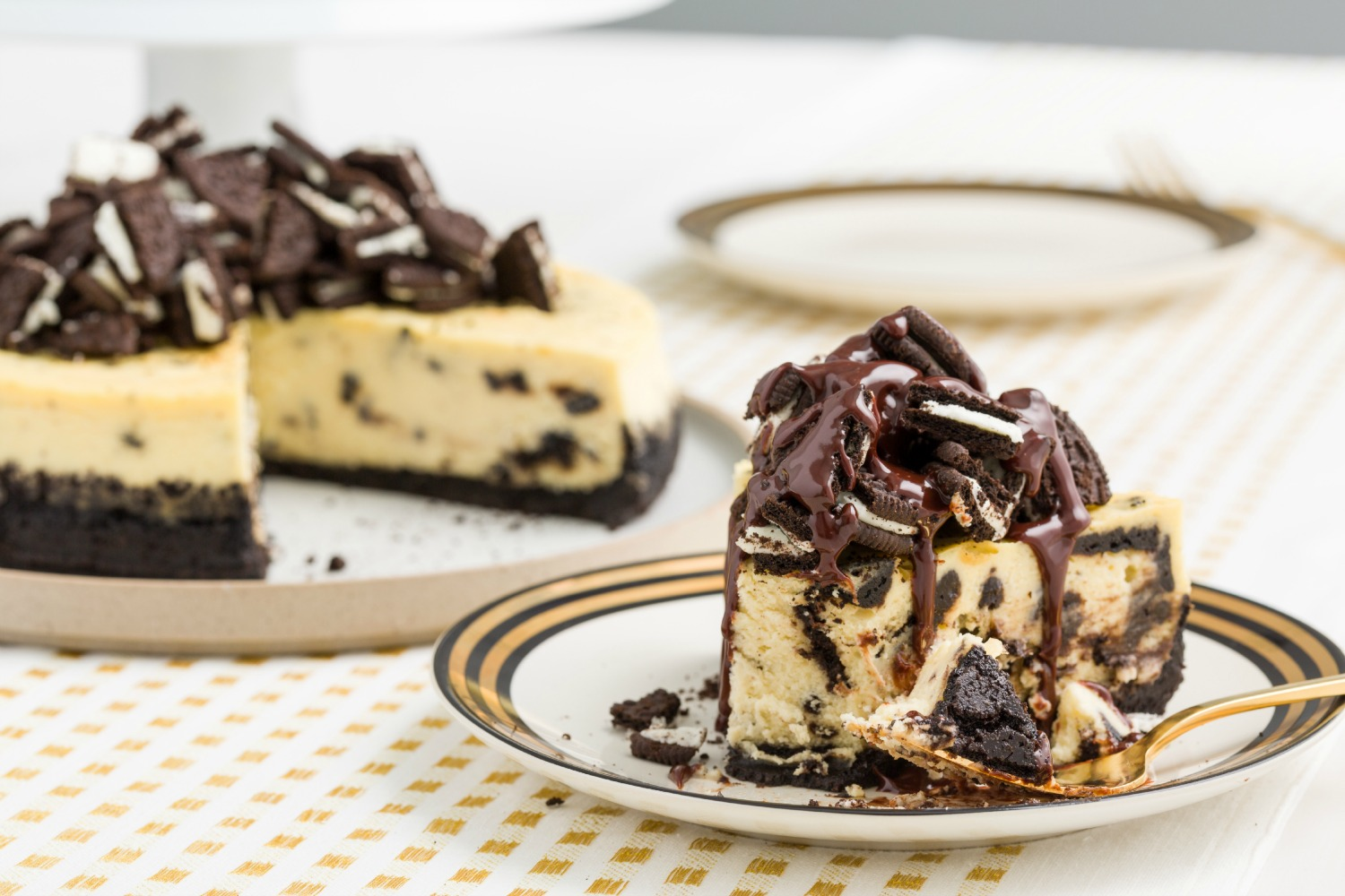 · No Bake Oreo Dessert will amaze you with its decadent layers! They are full of chocolate pudding and sweetened cream cheese. We also topped it with Cool Whip and crushed Oreos/5(13).