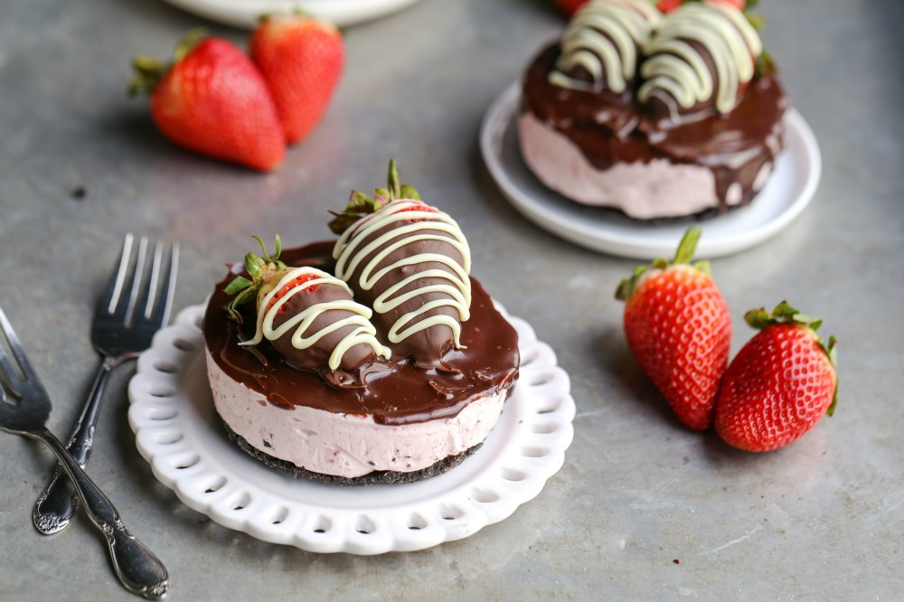 Best Mini No-Bake Chocolate Covered Strawberry Cheesecakes Recipe-How ...