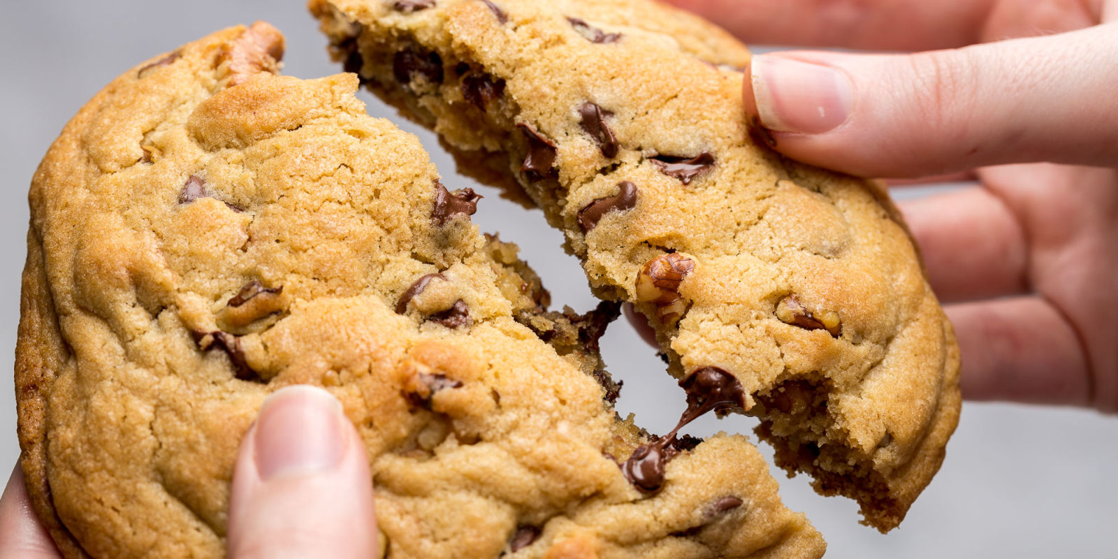Copycat Levain Bakery Chocolate Chip Cookies Best Cookie Recipes Delish Com