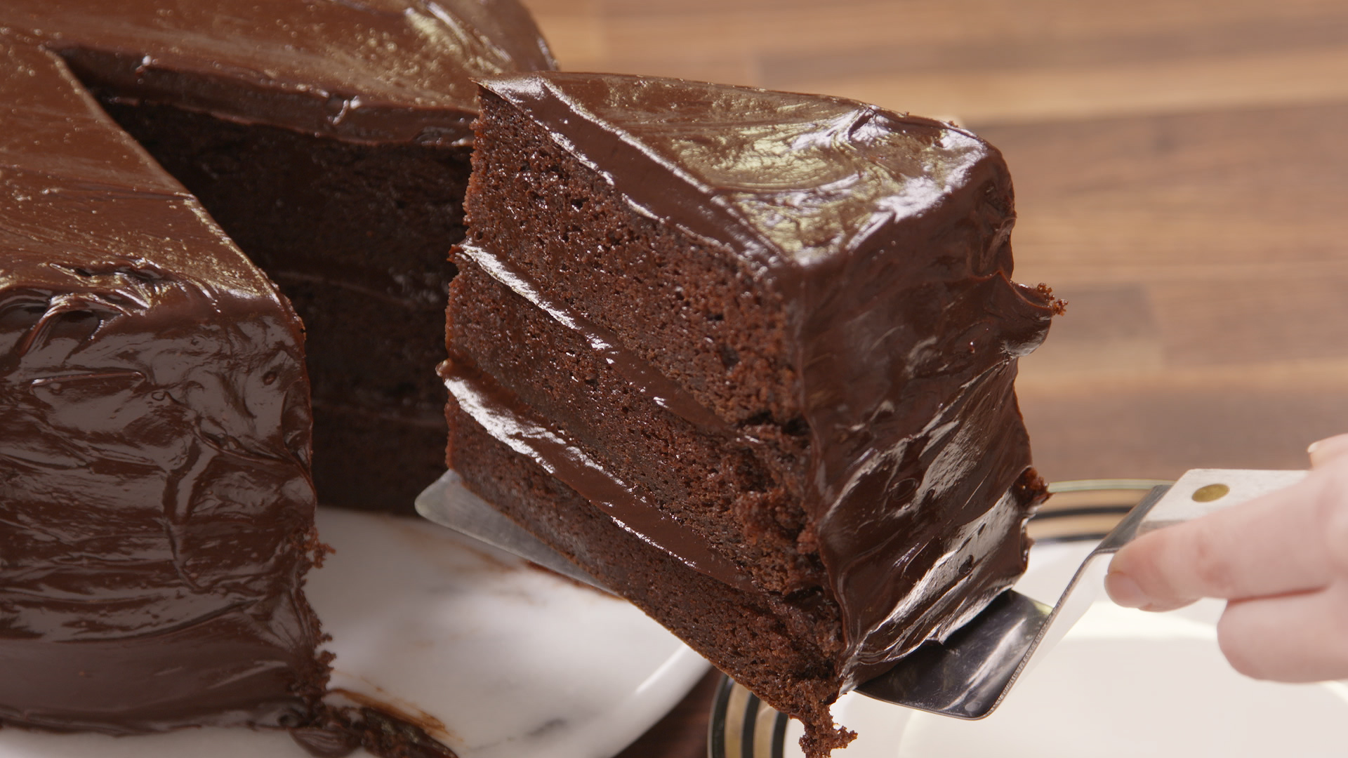 Matilda inspired chocolate fudge cake best bruce for Simple chocolate fudge cake