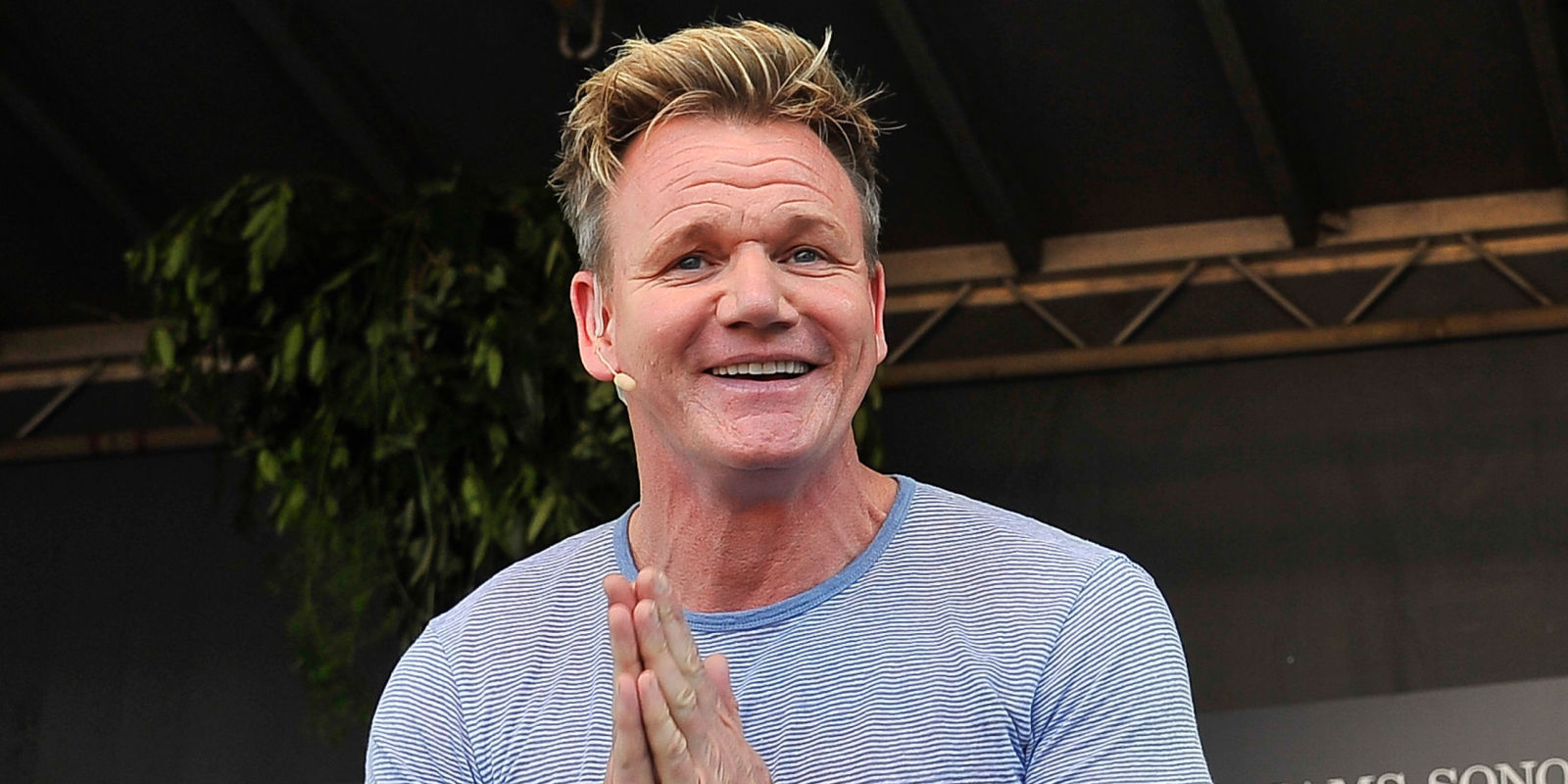 gordon ramsay is roasting fans cooking on and it