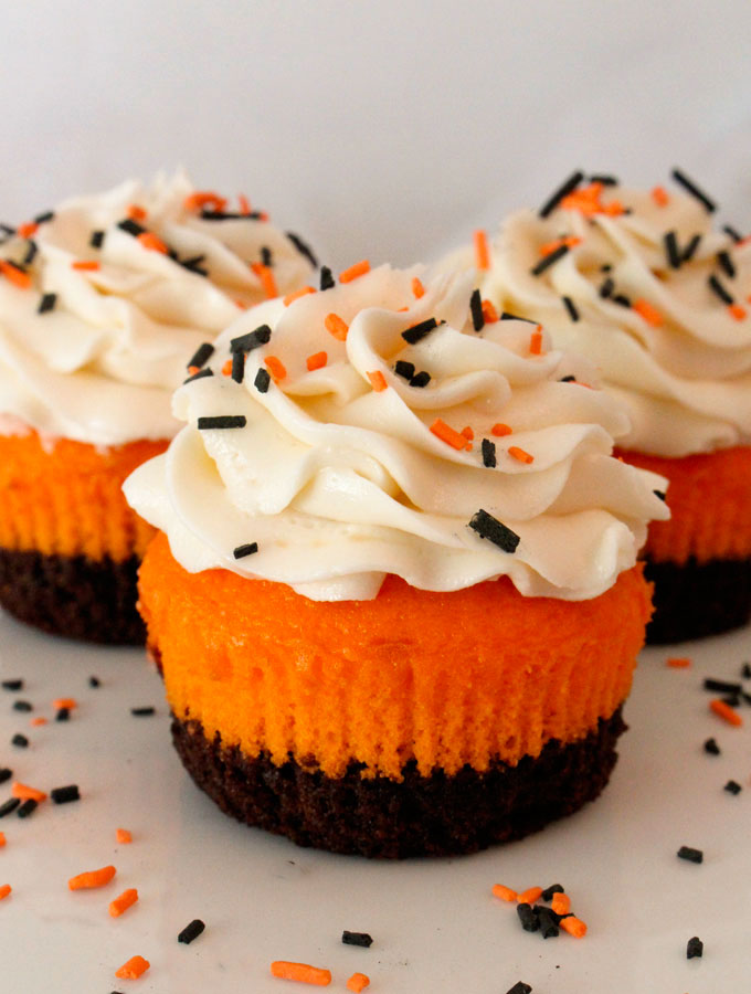 18 easy halloween cupcake ideas recipes decorating tips for halloween cupcakesdelishcom - Halloween Decorations Cupcakes