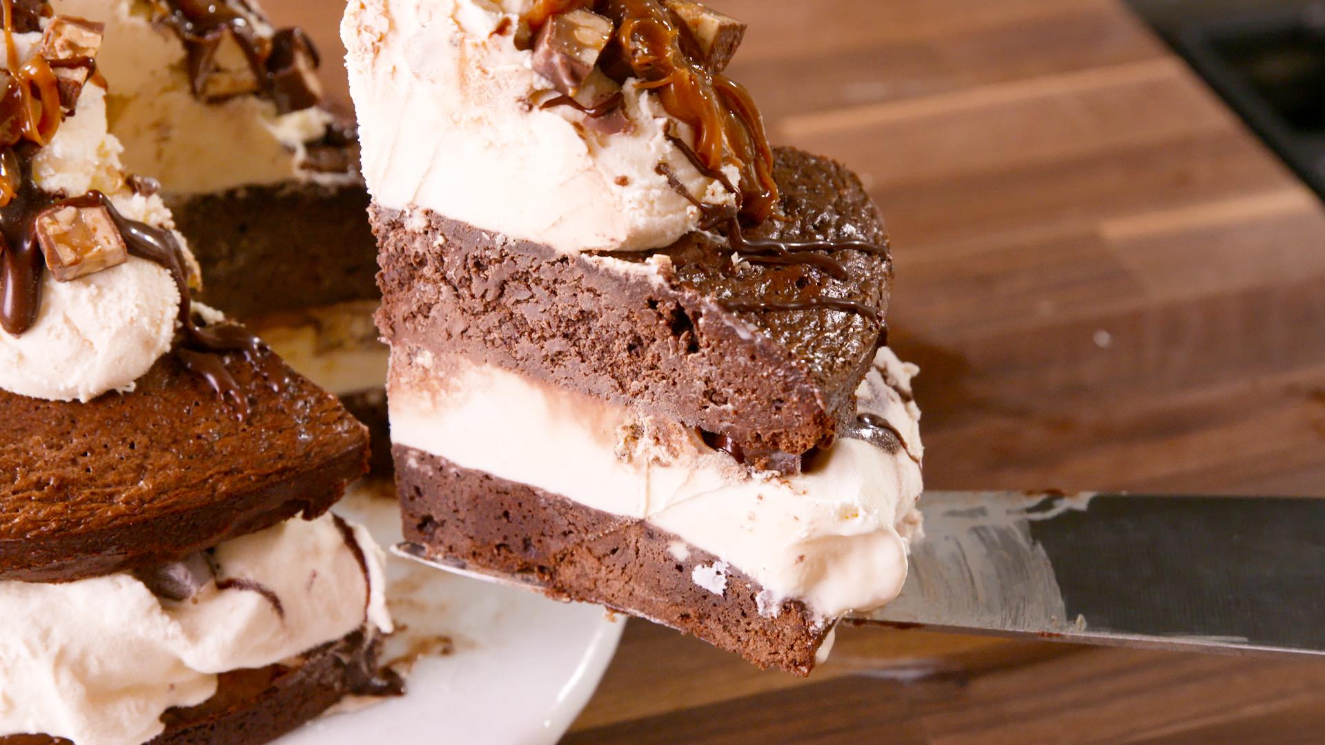 60 best ice cream cake recipes how to make ice cream for Dessert cake ideas