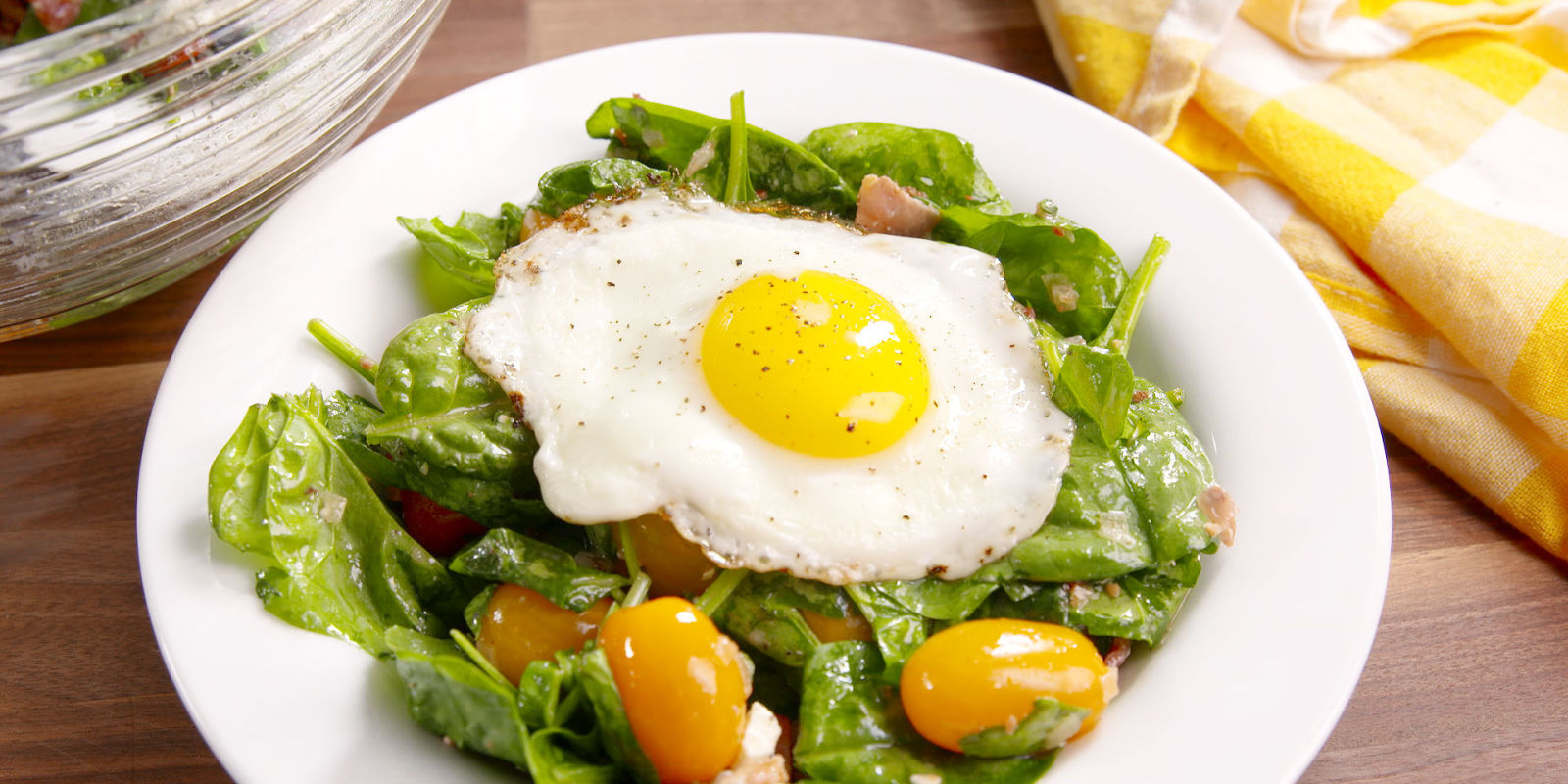 http://del.h-cdn.co/assets/16/34/1600x800/landscape-1471961886-delish-bacon-egg-and-spinach-salad-2.jpg