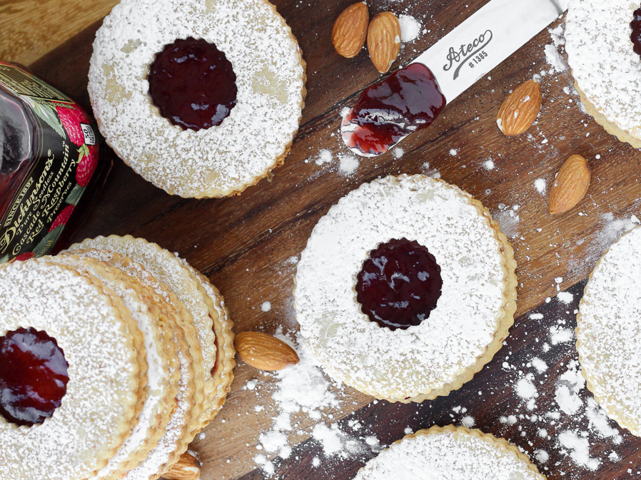 18 Easy Linzer Cookies Recipes For Homemade Linzer Cookie Ideas Delish Com