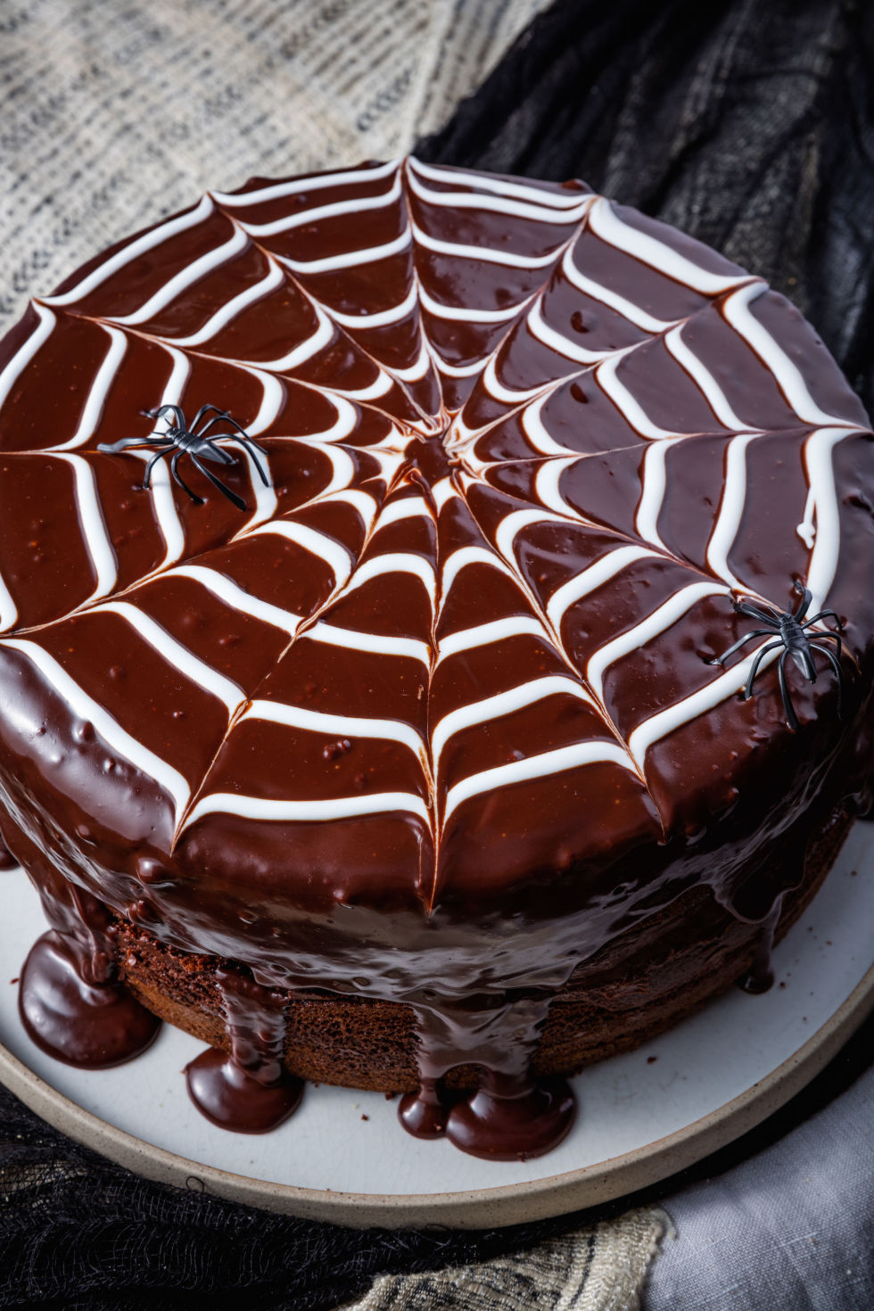 20+ Easy Halloween Cakes - Recipes and Ideas for Decorating ...