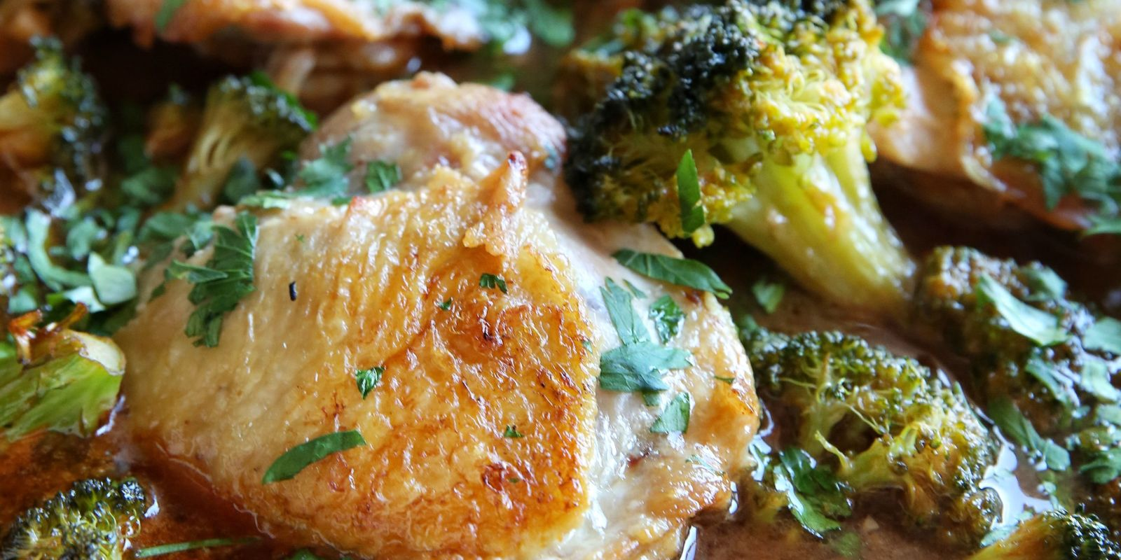 Best Honey Sriracha Chicken With Broccoli Recipe How To Make Honey Sriracha Chicken Delish Com