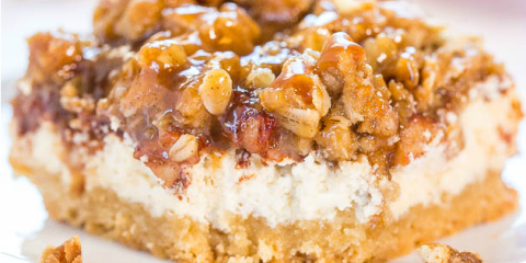 Apple Crumb Cheesecake Bars horizontal