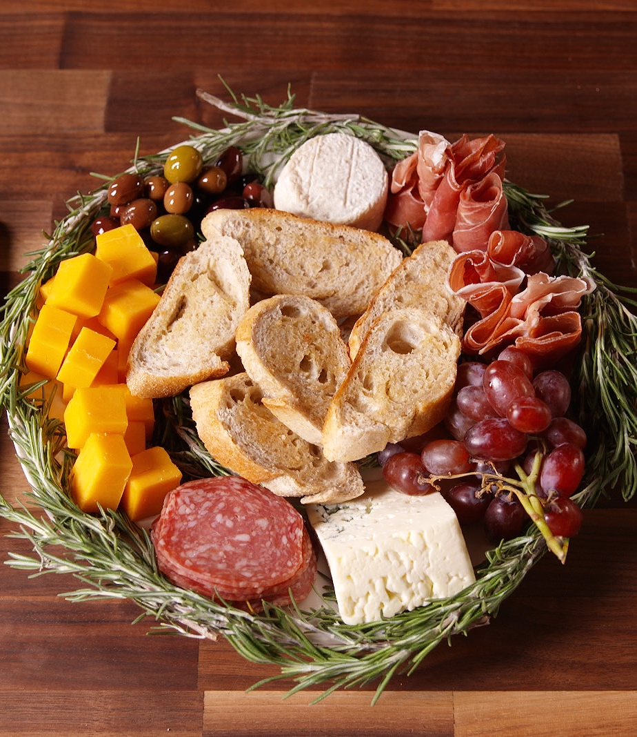 Xmas Appetizers: How To Make An Antipasto Wreath