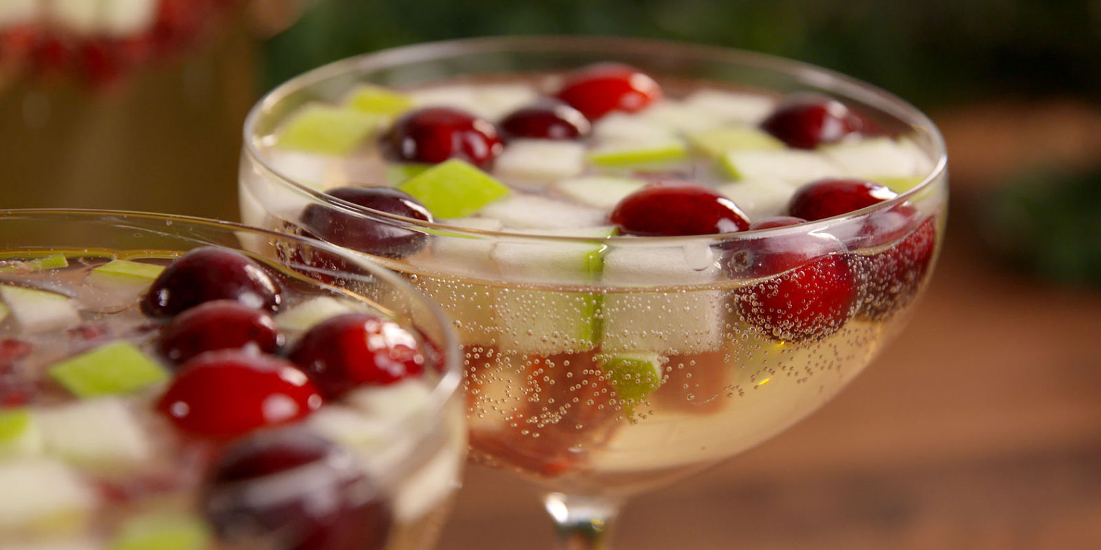 Best christmosas recipe how to make christmosas for Champagne mixed drinks