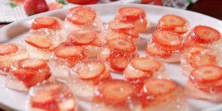 Strawberry Champagne Jell-O Shots Horizontal