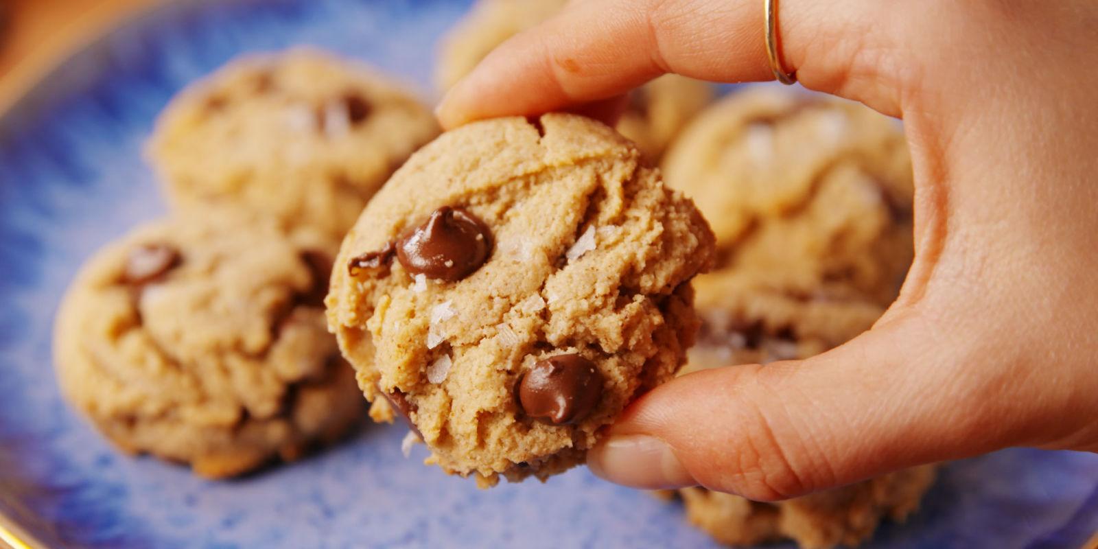 Best Paleo Chocolate Chip Cookies Recipe - How to Make Paleo ...