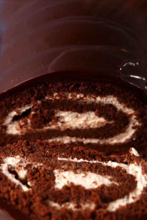 Baking Giant Swiss Cake Roll Video — Giant Swiss Cake Roll Recipe ...