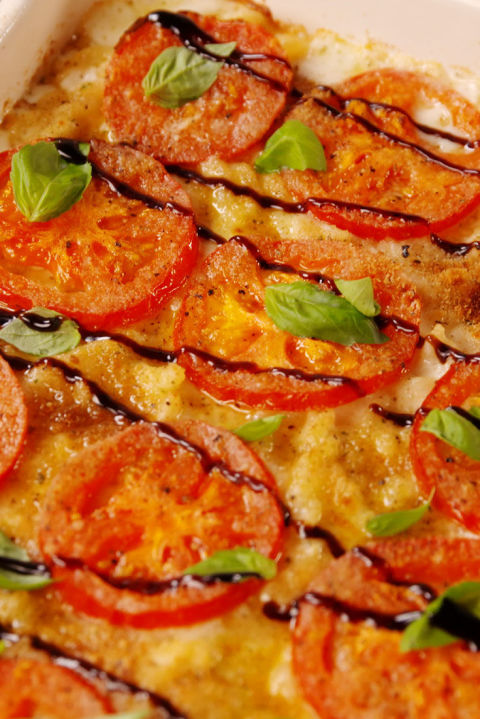 Caprese lovers, this mac is for you. Get the recipe from Delish.