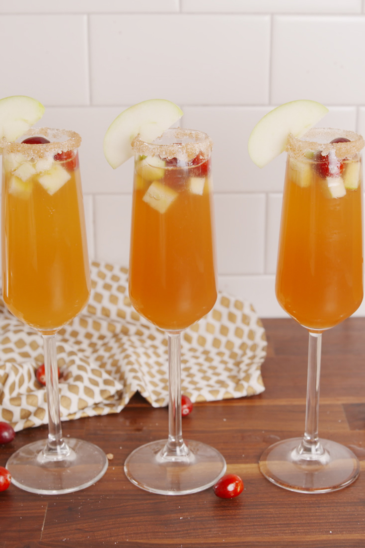 30 best thanksgiving cocktails easy recipes for for Thanksgiving drinks alcoholic recipes