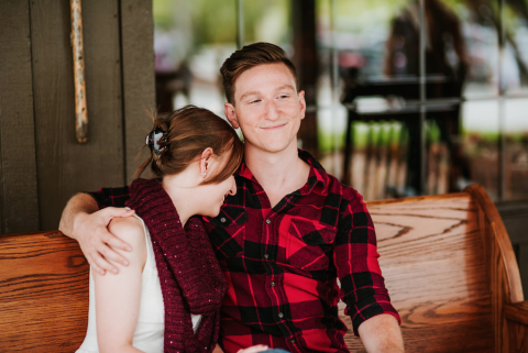 This Couple Had An Engagement Shoot At Cracker Barrel And The Photos Are Actually So Sweet