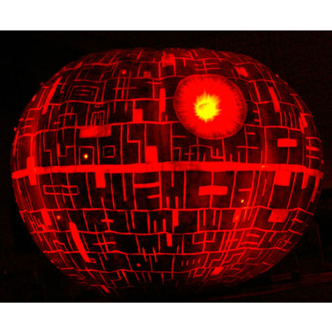 Love pumpkin carving and Star Wars? Try carving this pumpkin at home with this Death Star Carving tutorial. May the Force be with you …
