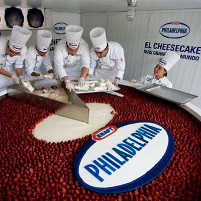 54f63b66d0a6c_-_worlds-largest-cheesecak