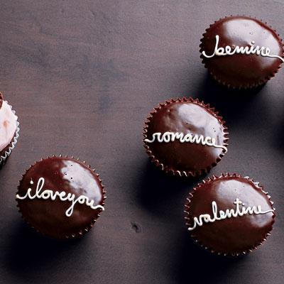 Martha Stewarts Handwritten Valentine Cupcakes