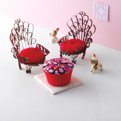 Cupcake decorating ideas delish cupcakes by color content for Cupcake home decorations