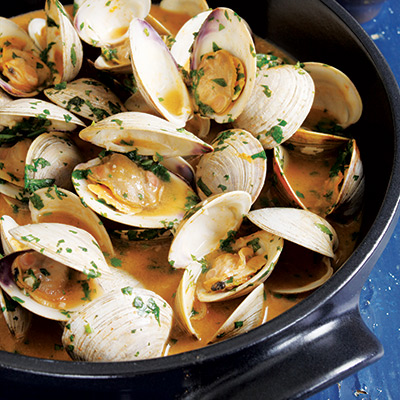 Clam recipes how to cook clams this simple recipe of clams cooked in a spicy thai red curry sauce takes advantage of sciox Gallery