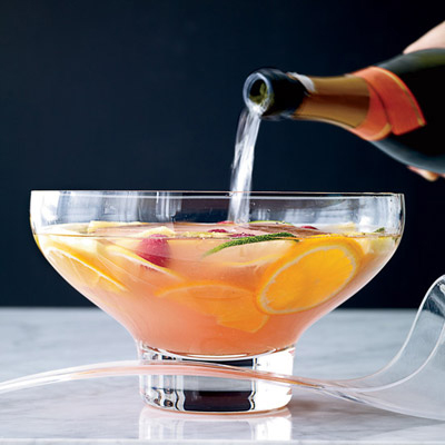 20 christmas punch recipes holiday party punch with for Thanksgiving drinks alcoholic recipes