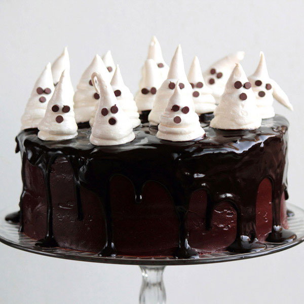 20 easy halloween cakes recipes and ideas for decorating halloween cake delishcom - Scary Halloween Cake Recipes