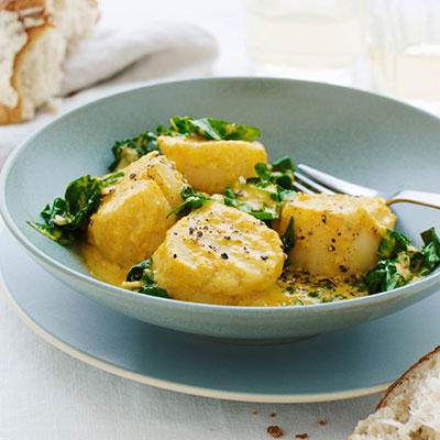 Curried scallops with spinach curry recipes indian recipes with few ingredients and even fewer steps this curry is a cinch to make quickly forumfinder Images
