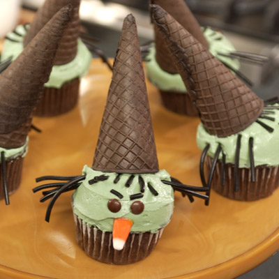 These great-tasting, ghoulish-looking cupcakes are a wickedly easy treat for a Halloween party! Our trick: Keep antsy-for-festivities kids happily busy by letting them help with the simple decorations.Recipe: Wicked Witch Cupcakes
