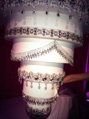 Chandelier Wedding Cake - Kaley Cuoco Wedding Cake