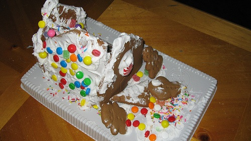 gingerbread house wreck pictures gingerbread house disasters. Black Bedroom Furniture Sets. Home Design Ideas