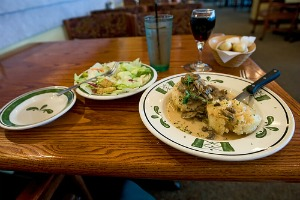 85 Year Old Woman Writes Olive Garden Review Restaurant Review Of Olive Garden Gets Media