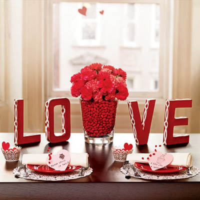 DIY Valentine\'s Day Table Decorations, Settings, and Centerpieces ...