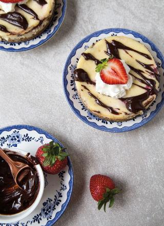 banana split cheesecakes