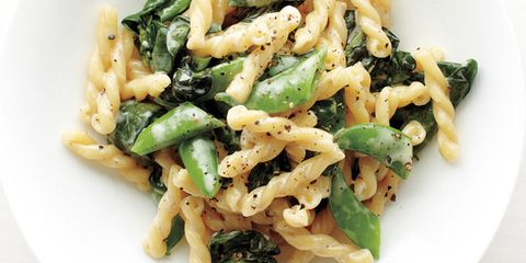 This is a great dish to make during the spring that has delicious seasonal ingredients and you can make it in no time at all. Recipe: Pasta with Snap Peas, Basil, and Spinach