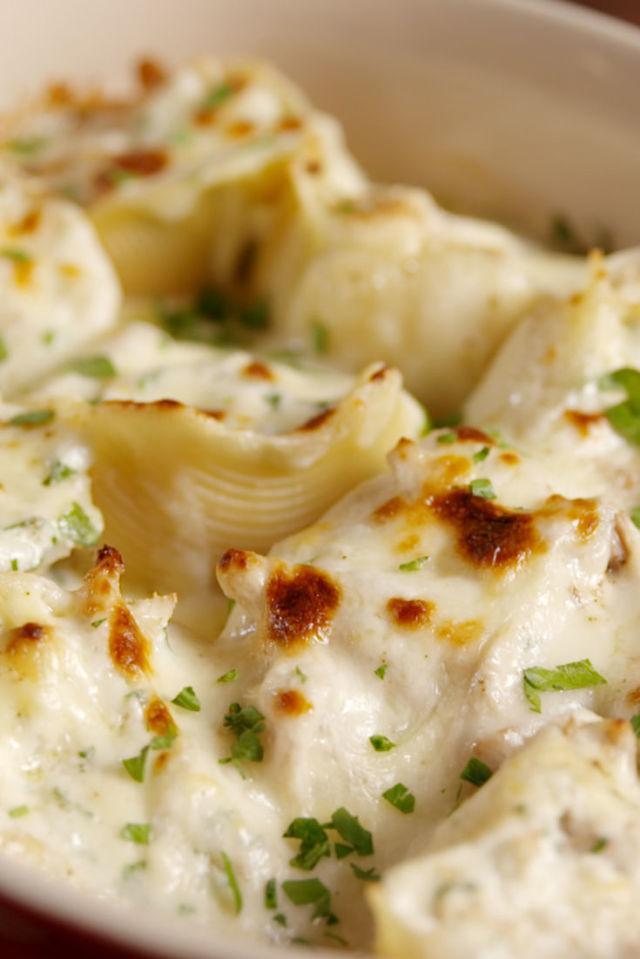 Chicken Alfredo Stuffed Shells Vertical